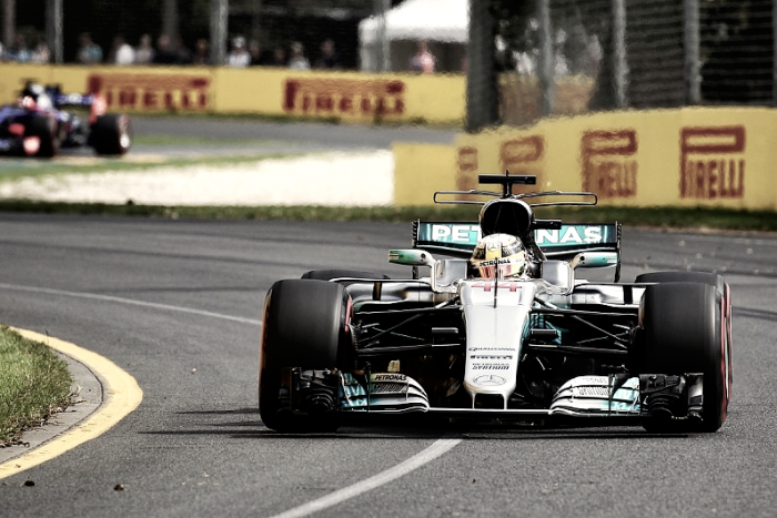 Hamilton domina segunda sessão de treinos livres na Austrália e termina sexta-feira na ponta