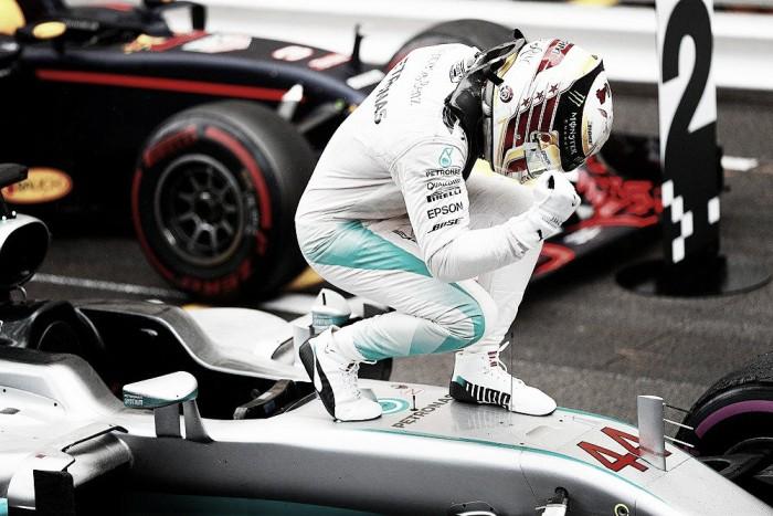 Hamilton trionfa a Montecarlo, Ricciardo infuriato con il suo box