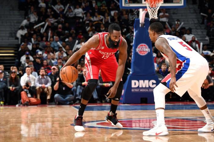 NBA - Golden State in scioltezza su Indiana; Houston a fatica contro Detroit