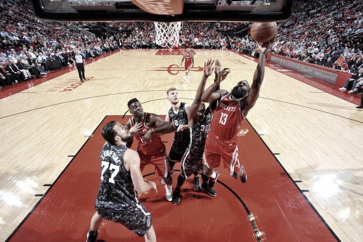Los Rockets juguetean con los Spurs en el derbi texano