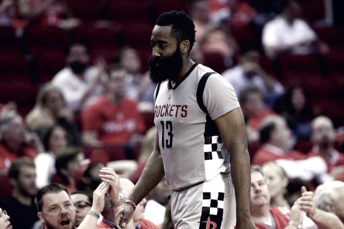 NBA Playoff - Houston Rockets travolti dagli Spurs, la frustrazione di Harden e D'Antoni