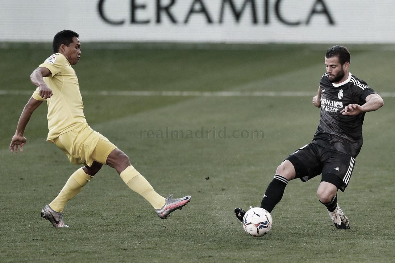 Nacho, durante el Villarreal CF vs. Real Madrid, presionado por Carlos Bacca | Fuente: www.realmadrid.com