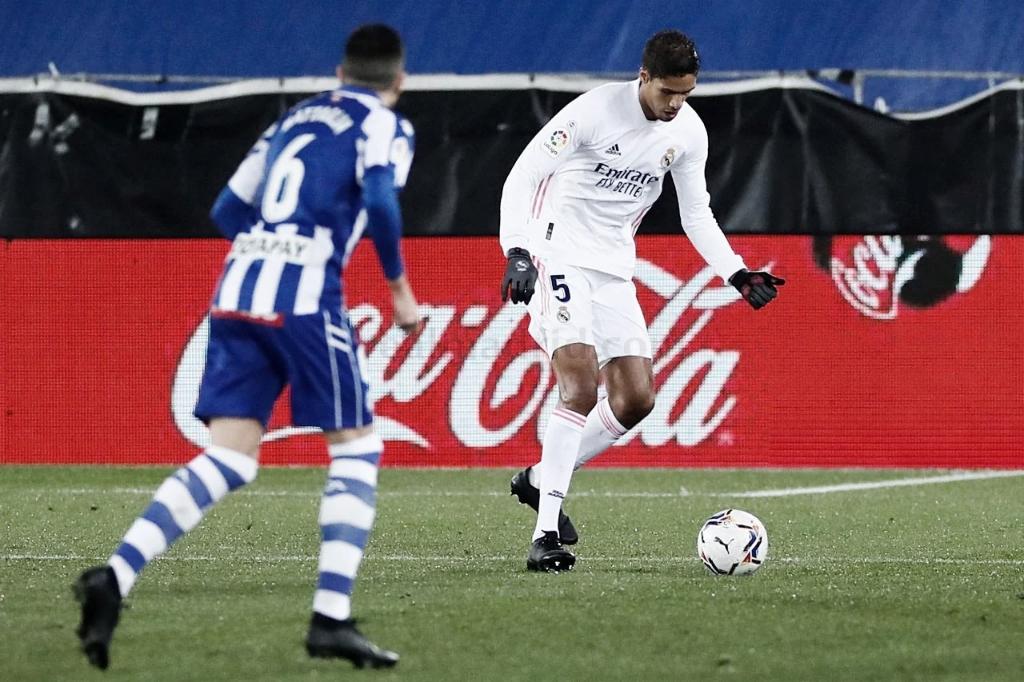 Varane en el encuentro ante el Alavés | Foto: Real Madrid CF