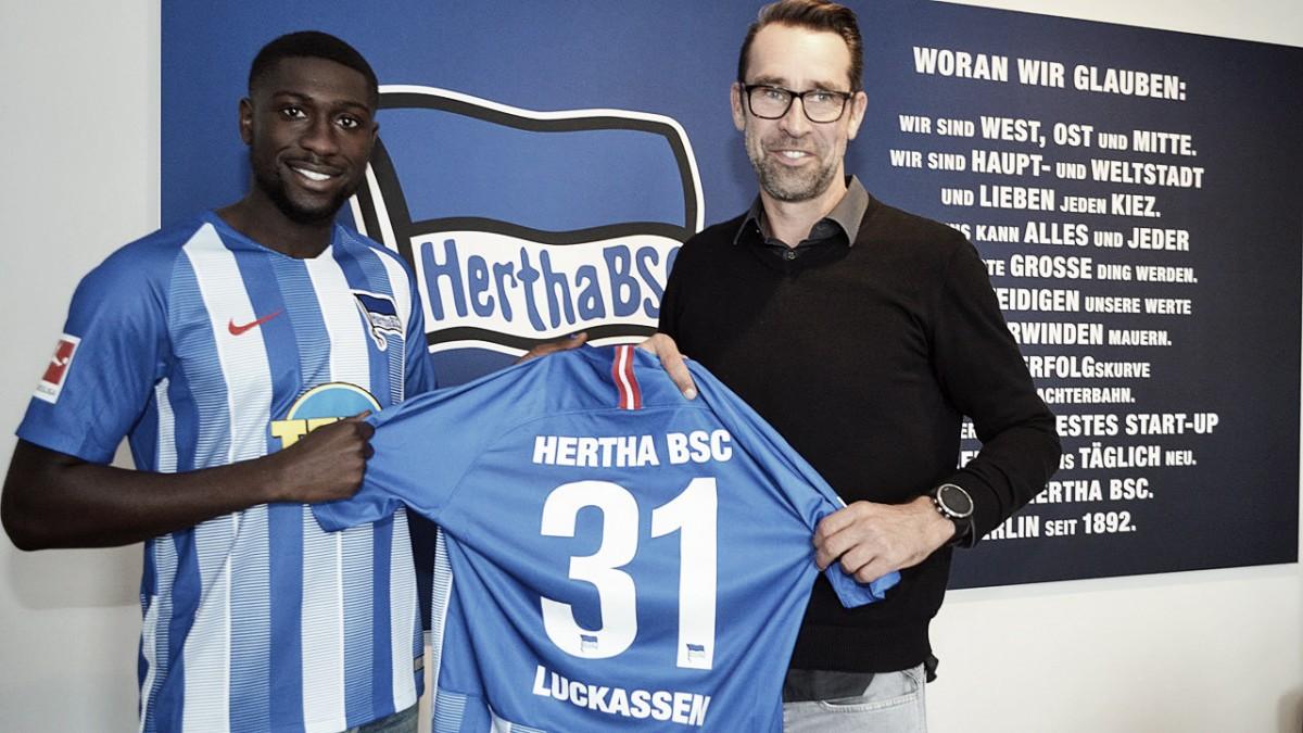 Hertha Berlim confirma contratação do zagueiro Luckassen, ex-PSV