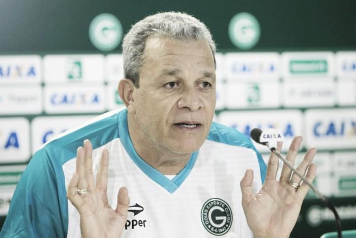 Árbitro relata ofensas de Hélio dos Anjos e treinador pode ser punido