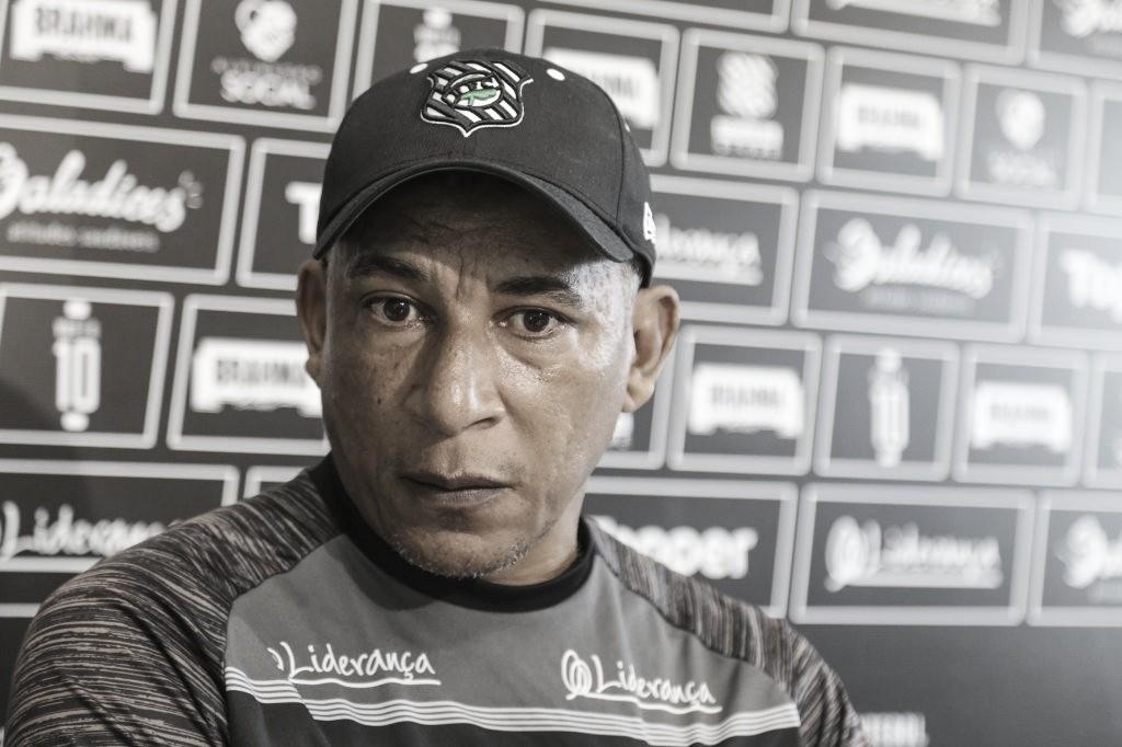 """Hemerson Maria pede demissão do Figueirense: """"Com essa gestão não tem como continuar"""""""