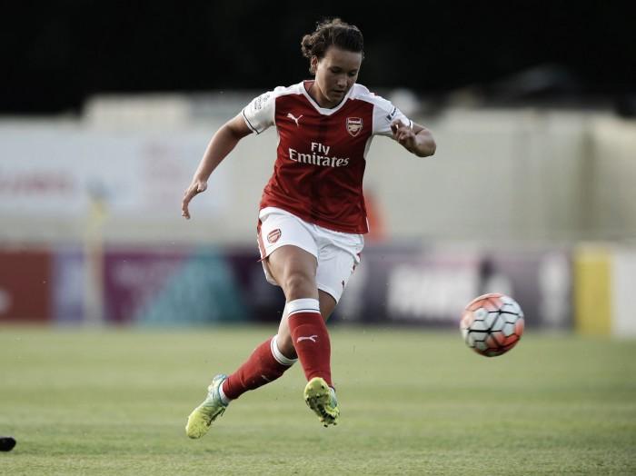 Arsenal Women anuncia retorno da zagueira alemã Josephine Henning, que estava no Lyon