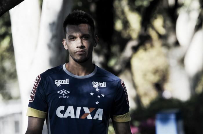 Henrique se recupera de dores e Cruzeiro inicia preparativos para enfrentar o Grêmio