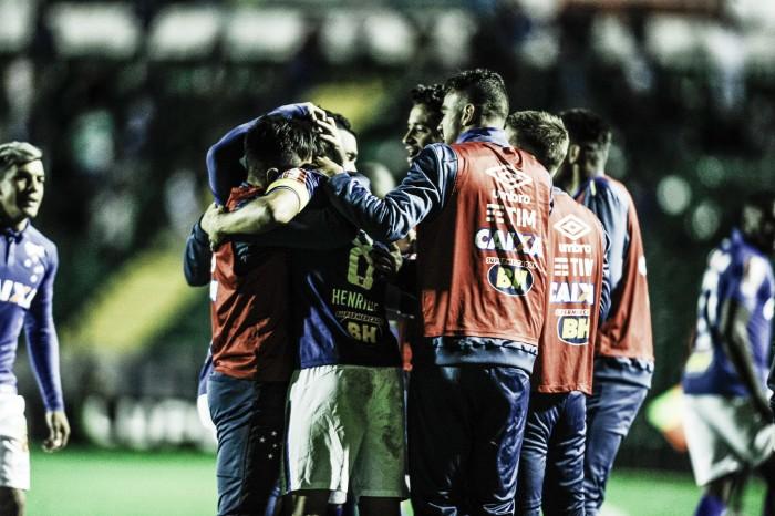 Cruzeiro vence Figueirense e deixa zona de rebaixamento