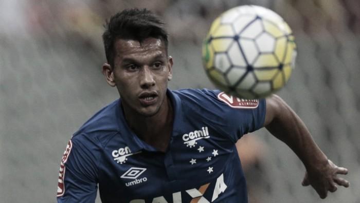 Henrique retorna após lesão e aponta evolução no Cruzeiro com Mano Menezes