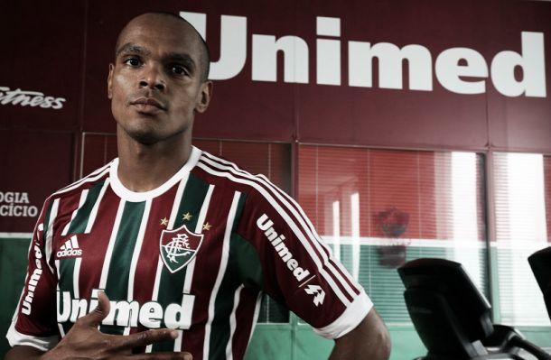 Zagueiro Henrique, ex-Bordeaux, é oficialmente jogador do Fluminense