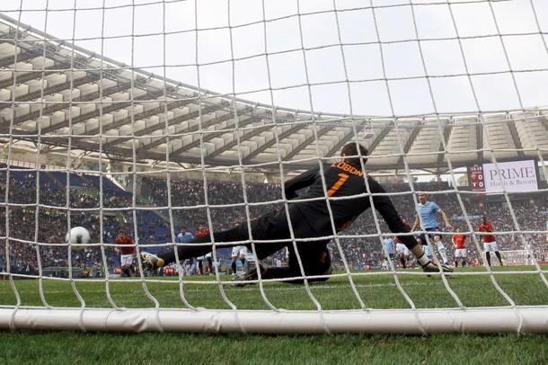 Hernanes - Mauri, il derby è ancora della Lazio