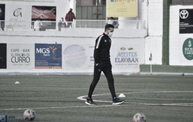 Hernán Pérez: Tuvimos alguna situación de contra, pero no la hemos aprovechado y en una jugada de última hora han hecho gol y se han llevado el partido
