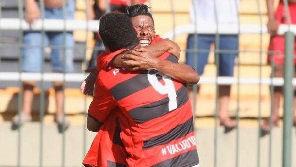 Hernane marca quatro vezes e Flamengo derrota Macaé pelo Carioca
