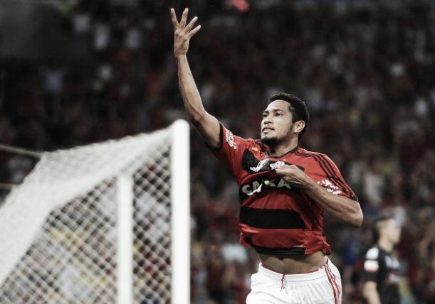 """Hernane Brocador desembarca em Recife e diz: """"Me sinto jogador do Sport"""""""