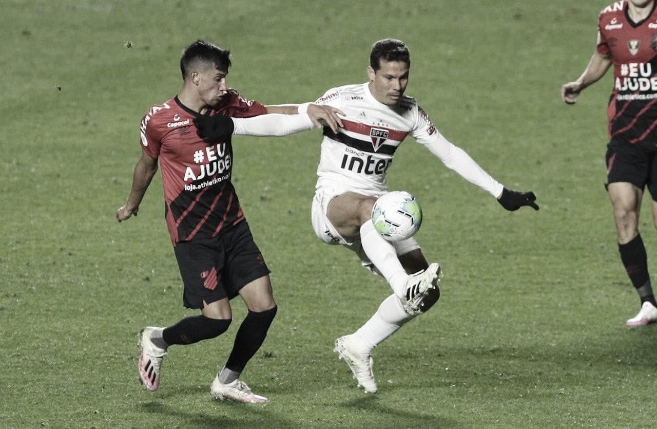 Arnaldo Ribeiro diz que entrada de Hernanes contra Athletico era merecida e necessária