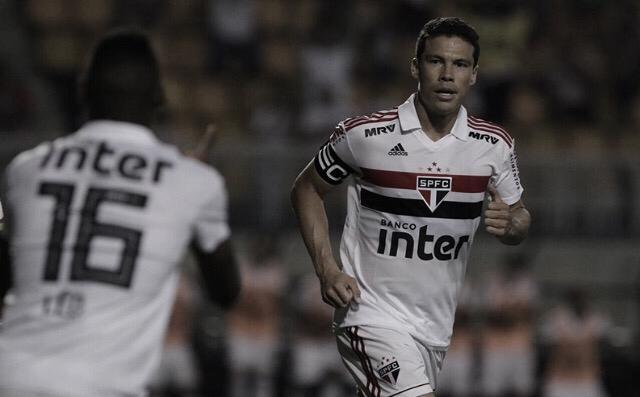 """Após empate, Hernanes exige mais da equipe: """"Acho que temos que melhorar"""""""