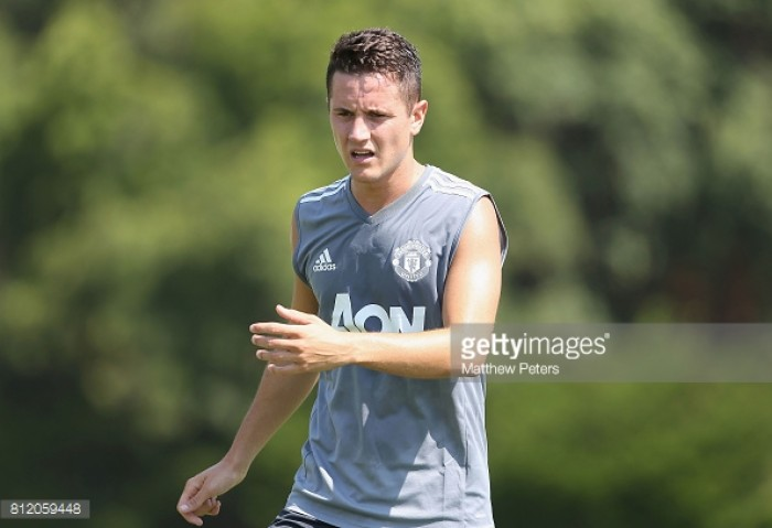 Report: Man United sit down with Ander Herrera to discuss new contract