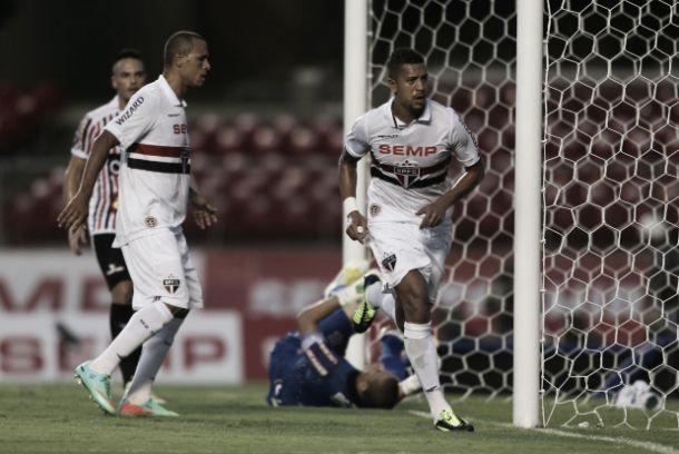 Com protesto da torcida contra Pato, São Paulo vence Paulista no Morumbi