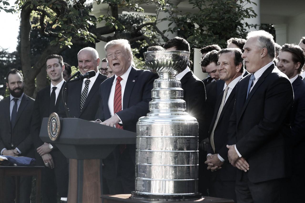 Los Saint Louis Blues visitan a Trump para celebrar la Stanley Cup