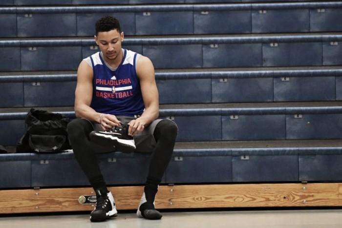 Ben Simmons não se recupera de lesão e está fora da temporada