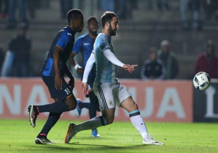 L'Argentina non brilla: decide Higuain contro l'Honduras, si ferma Messi