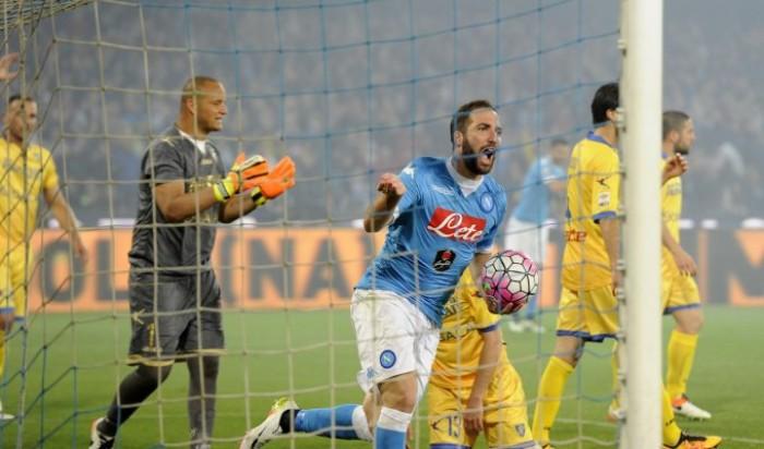 """Napoli e Higuain riscrivono la storia. Sarri: """"Noi secondi, ma Il pubblico è campione d'Italia""""."""