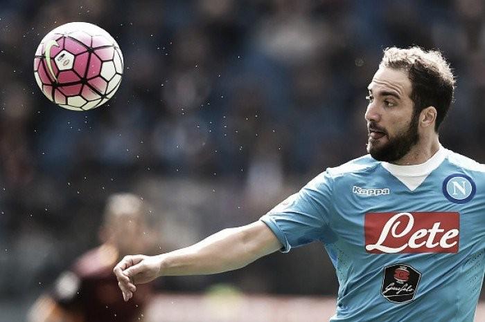 Juventus pode pagar cláusula de 94 milhões de euros e tirar Higuaín do Napoli