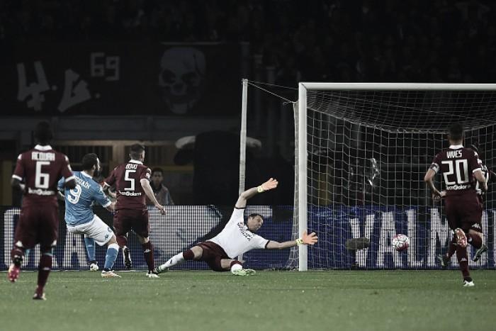 Napoli dá show no primeiro tempo, sofre no segundo, mas vence Torino