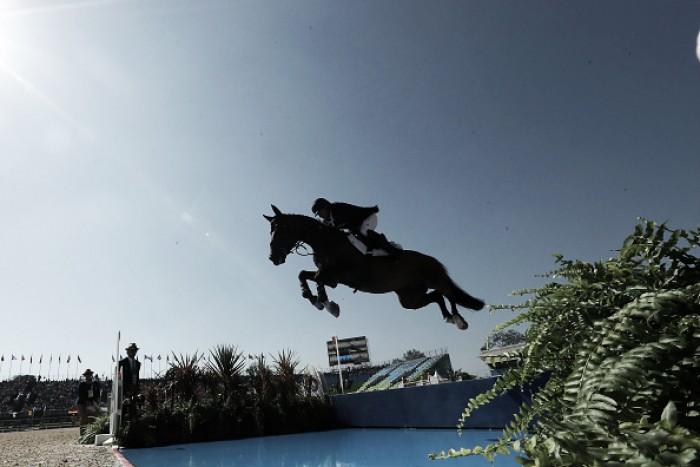 Conjuntos brasileiros começam bem e se classificam na primeira fase do salto individual