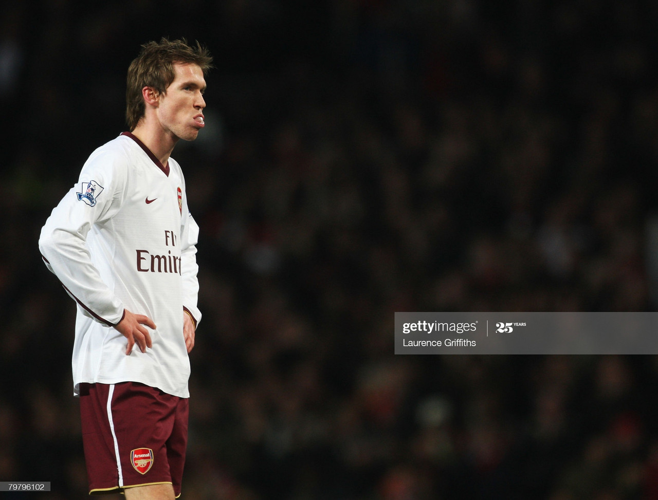 MANCHESTER, UNITED KINGDOM - FEBRUARY 16: Aleksandr Hleb of Arsenal looks dejected during the FA Cup sponsored by E.ON 5th Round match between Manchester United and Arsenal at Old Trafford on February 16, 2008 in Manchester, England. (Photo by Laurence Griffiths/Getty Images)