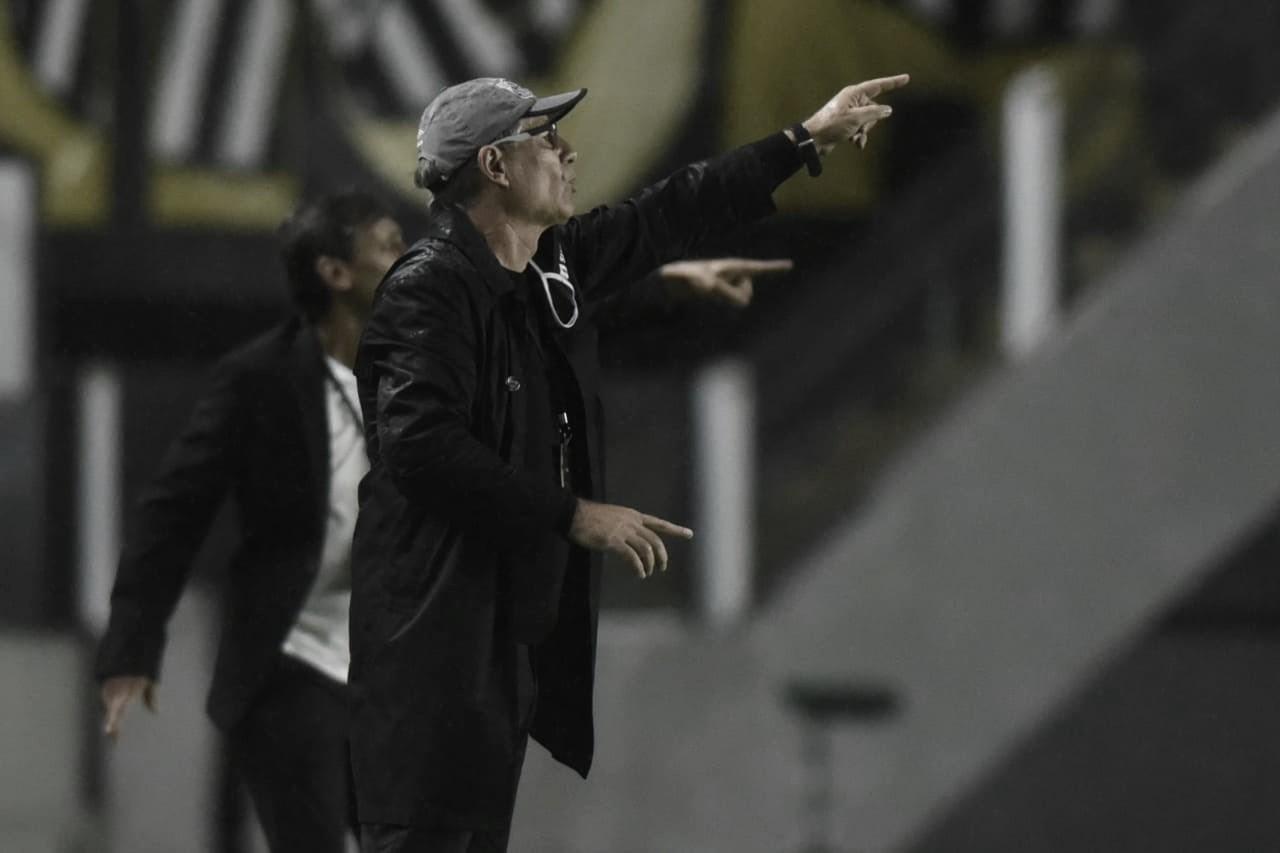 Ariel Holan assume culpa por derrota do Santos na estreia da Libertadores