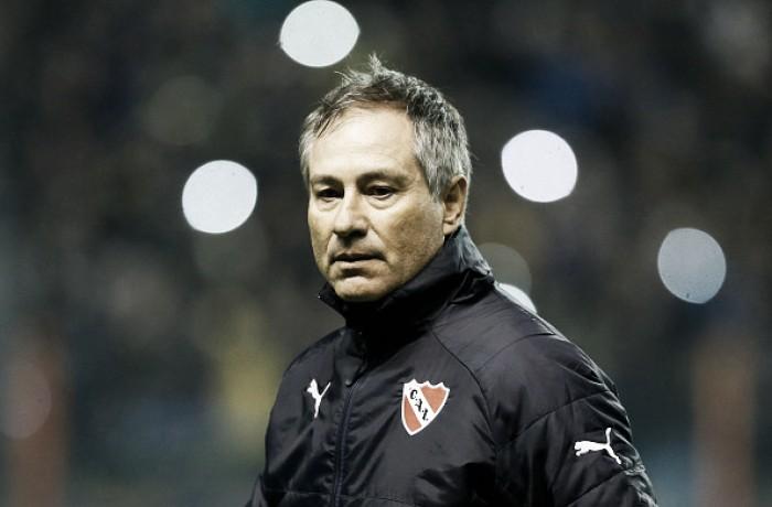 Medalhista no hóquei, treinador do Independiente busca primeiro título no futebol