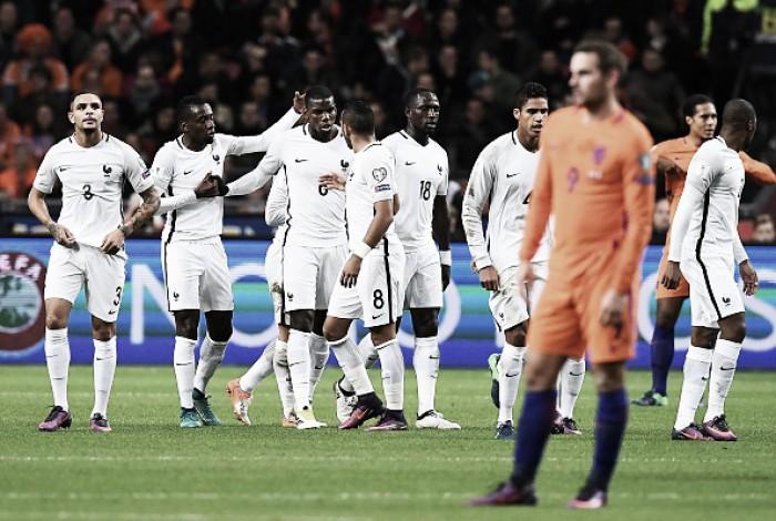 França derrota Holanda com gol de Pogba e chega à liderança do Grupo A das Eliminatórias
