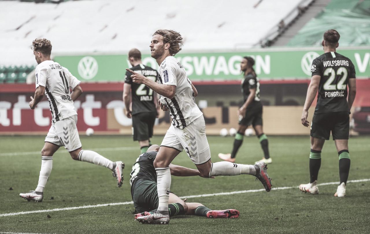 VfL Wolfsburg y SC Freiburg empatan y mantienen sus opciones europeas