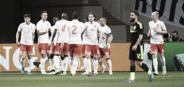 Netherlands 2 - 0 Spain: Two first-half Dutch goals enough to sink Spaniards
