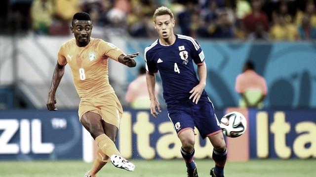 Reforços de peso do Botafogo, Kalou e Honda se enfrentaram na Copa do Mundo no Brasil