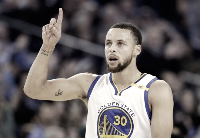 Nba - Curry il cannibale divora la creatura di Michael Jordan