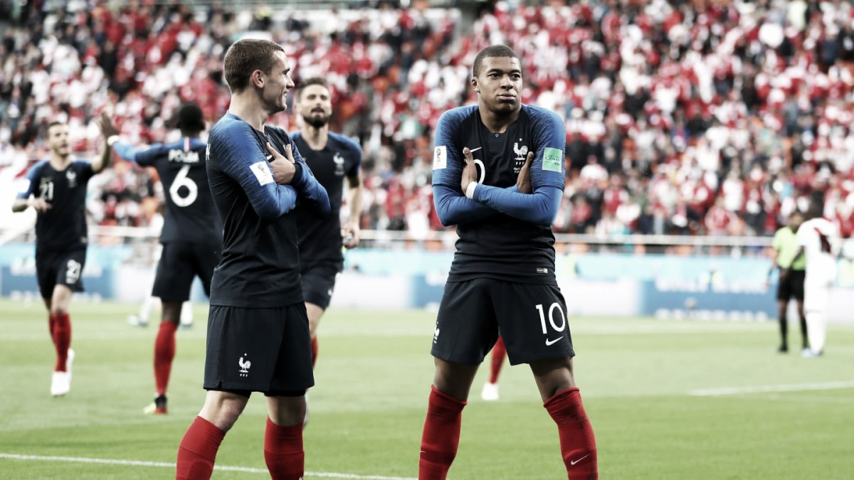 Mbappé faz história, França vence Peru e garante classificação às oitavas de final