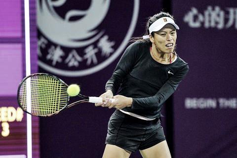 Mertens se retira por lesão e Hsieh avança às semis em Tianjin