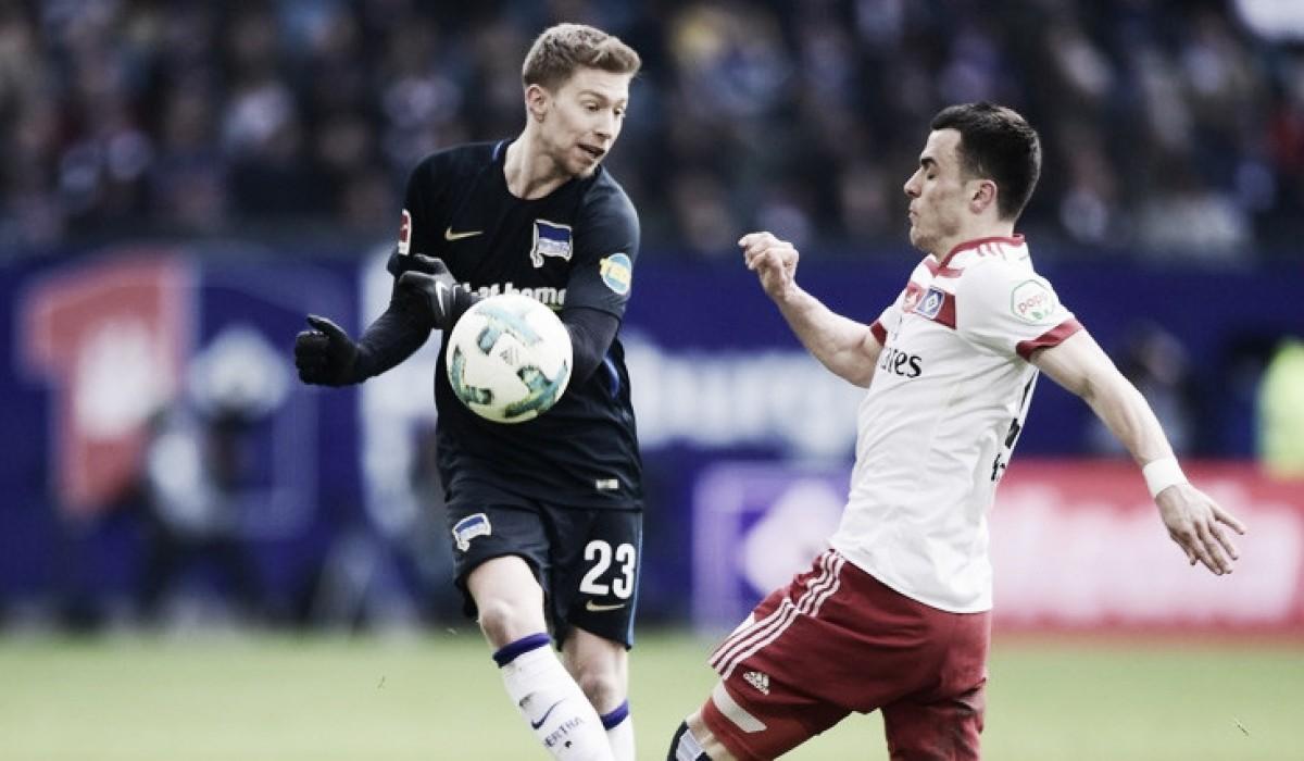 Douglas Santos marca, mas Hertha Berlin consegue virar e Hamburgo fica perto do rebaixamento