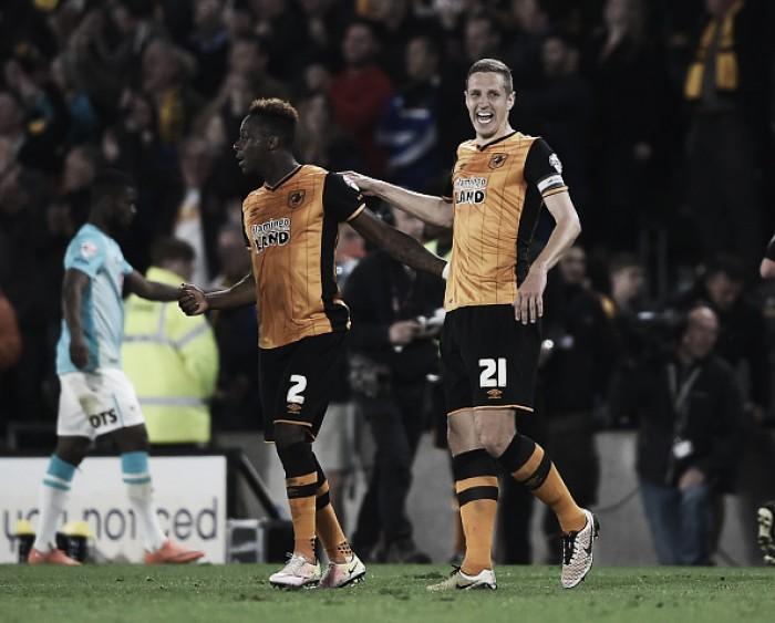 Hull City leva sufoco do Derby County em casa, mas vai à final dos playoffs da Championship