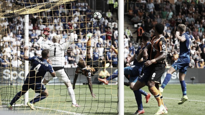 Leicester sucumbe diante do desmontado Hull City e estreia na Premier League com derrota