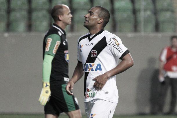 """Com o fim de cinco jogos sem vencer, zagueiro Rodrigo afirma: """"Vamos tentar a liderança"""""""