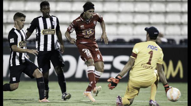 Resultado Huracán - Alianza Lima en la Copa Libertadores 2015  (0-0)