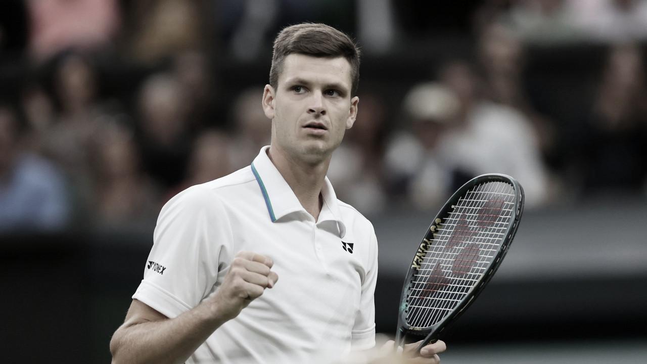 Hurkacz vence Medvedev de virada após partida ser interrompida pela chuva em Wimbledon
