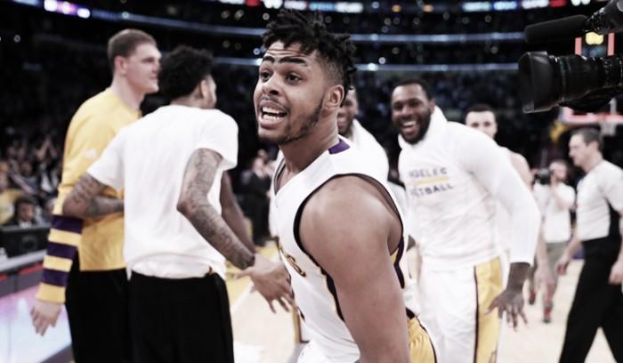 No fim do jogo, D'Angelo Russell dá vitória ao Lakers sobre Timberwolves