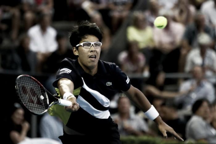 Chung sobrevive a los saques de Isner y será el rival de Ferrer en cuartos de final