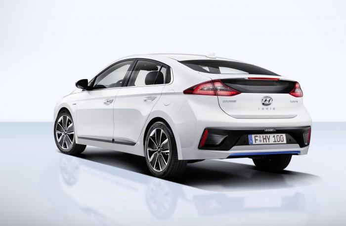 Hyundai Ioniq, la amenaza del Prius que es también un eléctrico