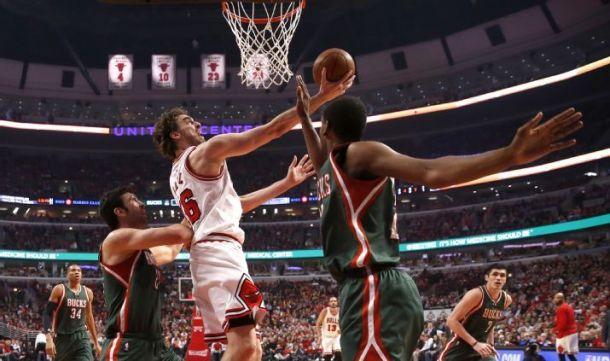Score Chicago Bulls - Milwaukee Bucks in 2015 NBA Playoffs Game 6 (120-66)